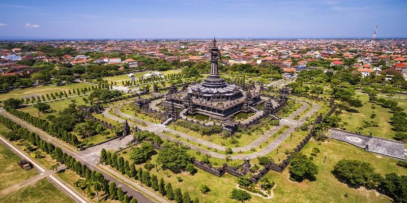 Taman Ayun and Tanah Lot Temple Tour